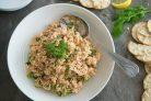 Простой салат с лососем