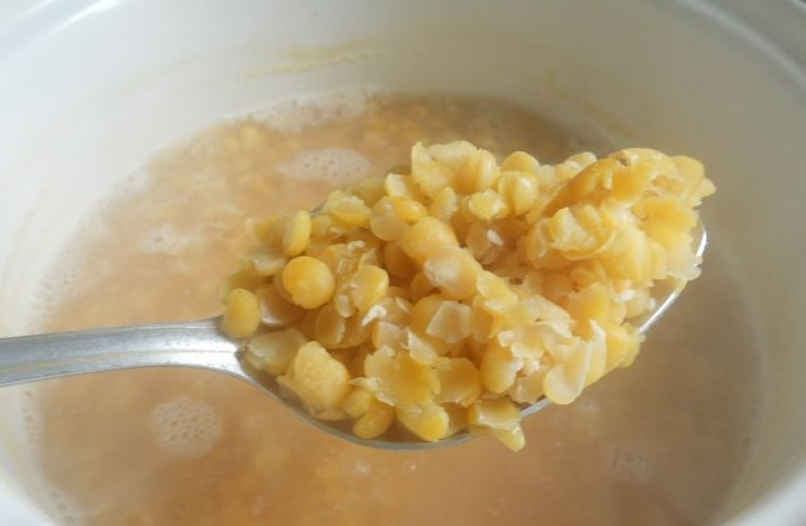 Гороховый суп с копченым окорочком