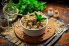 Салат с грибами, курицей и фасолью