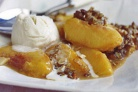 Персики с корицей и миндалем