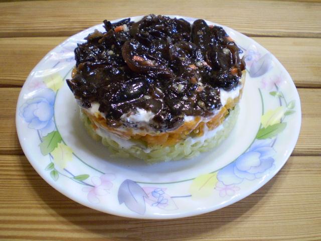 Слоеный грибной салат