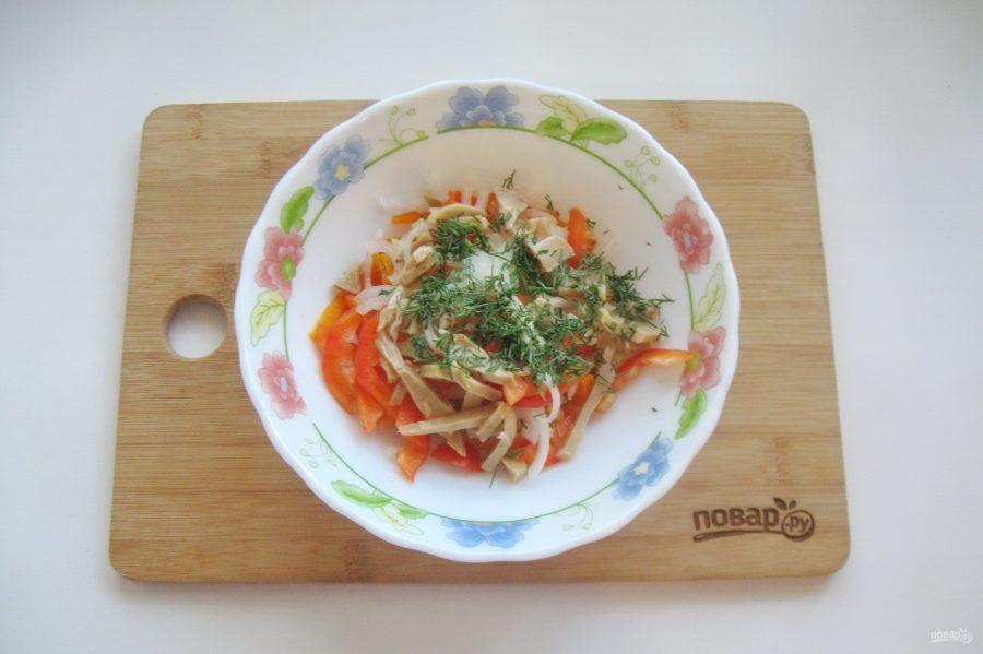 Простой салат из шампиньонов консервированных