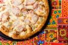 Пицца с помидорами и огурцами
