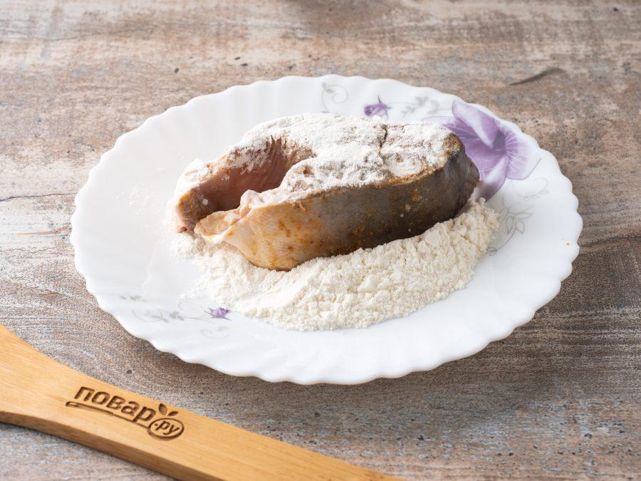 Горбуша в панировочных сухарях на сковороде