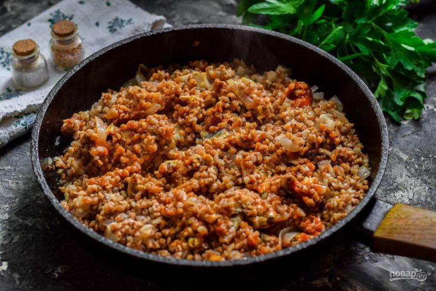 Гречка с килькой в томатном соусе