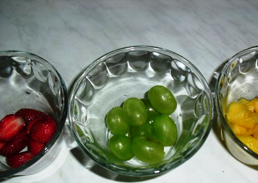Ряженка с фруктами
