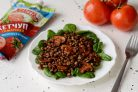 Салат с чечевицей, грибами и кетчупом